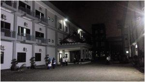 Asrama F di malam hari